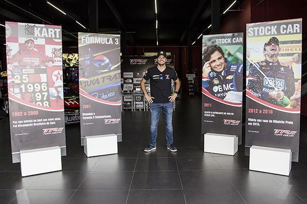 Painéis lembraram os 25 anos de carreira do piloto Tuka Rocha (Foto: Divulgação/MS2)