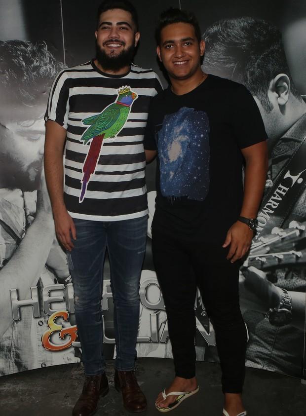 Henrique e Juliano no camarim do Festeja (Foto: Iwi Onodera/EGO)
