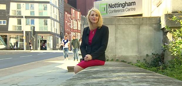 Jornalista Sarah Teale foi assediada enquanto gravava uma reportagem em Notingham (Foto: BBC)