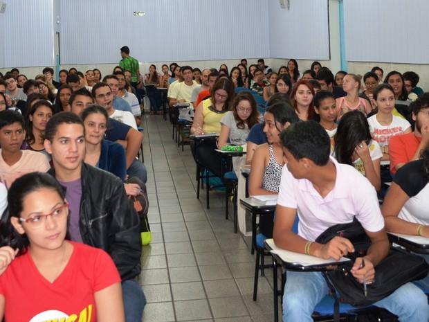 Estudantes lotam cursinhos faltando um dia para o vestibular (Foto: Jackson Félix/G1 RR)
