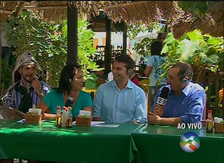 Mesa montada para os apresentadores degustarem carne de bode (Foto: Reprodução/ TV Asa Branca)