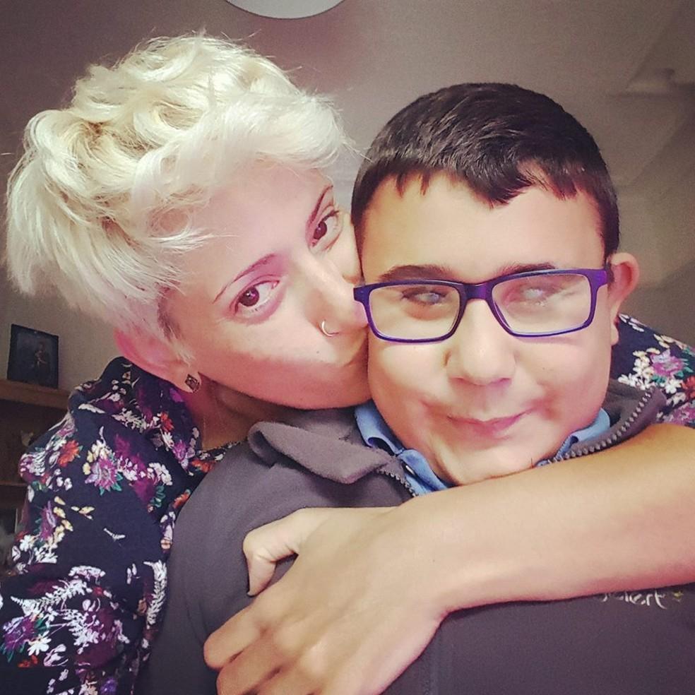 Nadia luta pela inclusão escolar de seu filho, Kaeden. (Foto: Arquivo pessoal)