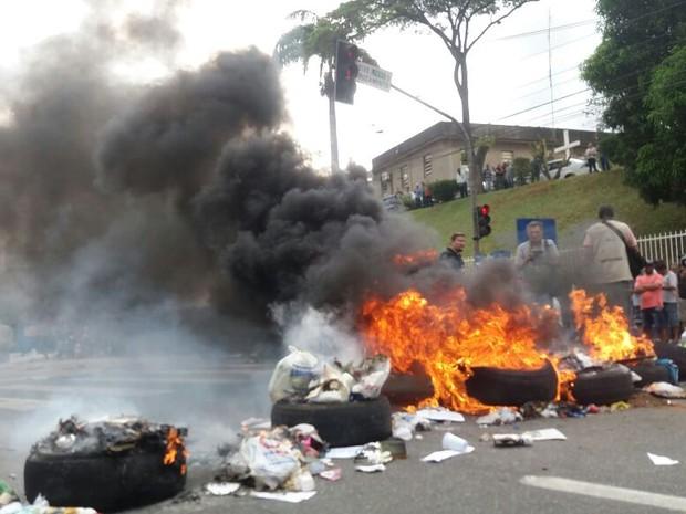 Manifestação em frente ao Quartel de Maruípe, em Vitória (Foto: André Rodrigues/A Gazeta)