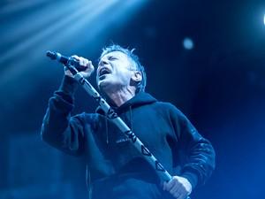 O vocalista do Iron Maiden, Bruce Dickinson, durante show em Brasília (Foto: Alexandre Bastos/G1)