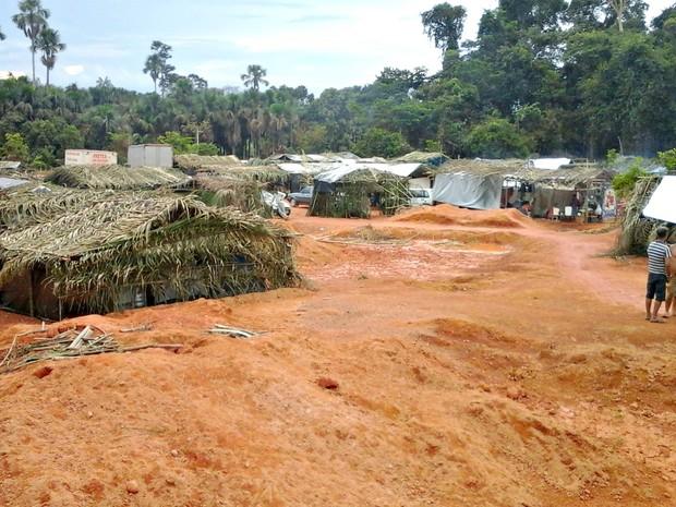 Barracos foram montados em fazenda da região (Foto: Arquivo pessoal/ Fellipe Stühler)
