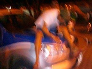 Fotografia mal tirada em cima de viatura foi divulgada pela polícia (Foto: Divulgação/PM)