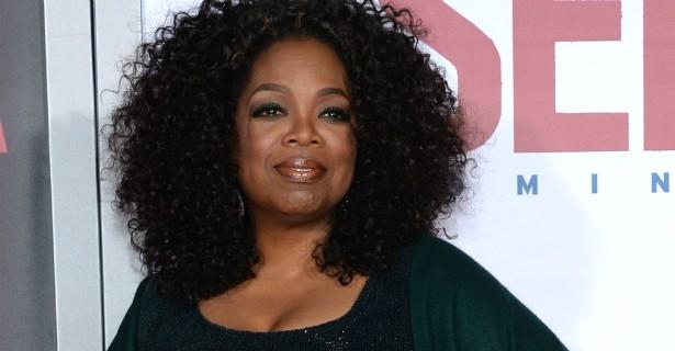 Nem mesmo a poderosíssima Oprah Winfrey, do alto de seus 61 anos de idade (a serem completados em janeiro de 2015), esconde que volta e meia acaba usando a comida como um meio de se reconfortar. Isso explica a intensa batalha da apresentadora e empresária contra a balança. (Foto: Getty Images)
