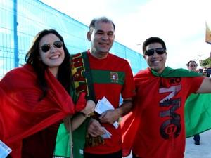 Portugueses indo à Arena da Amazônia (Foto: Marcos Dantas/G1 AM)