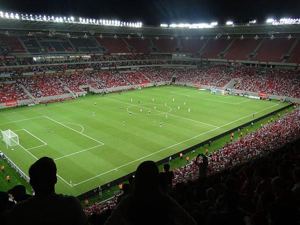 Público acompanha primeiro jogo profissional na Arena PE, que terminou Náutico 1x1 Sporting (Foto: Luna Markman / G1)