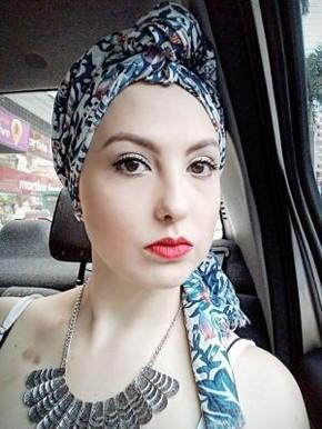 Roberta usa lenço e diz que continua se sentindo atraente (Foto: Arquivo Pessoal)