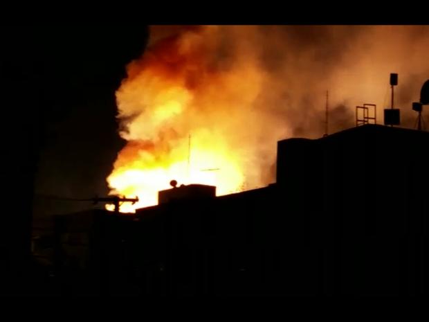 Subestação pegou fogo durante a noite desta quinta-feira (Foto: Reprodução/RBS TV)