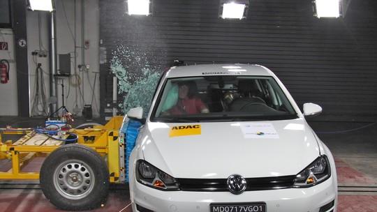 Volkswagen Golf feito no Brasil recebe 5 estrelas em teste de colisão