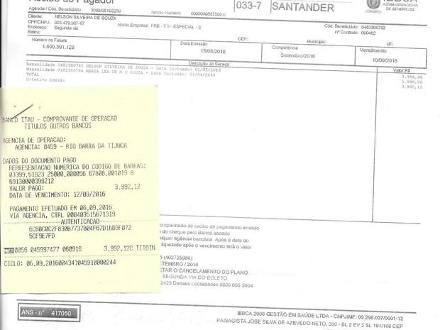 Idosos fazem questão de mostrar boleto do mês de setembro quitado (Foto: Nelson Souza/ Arquivo pessoal)