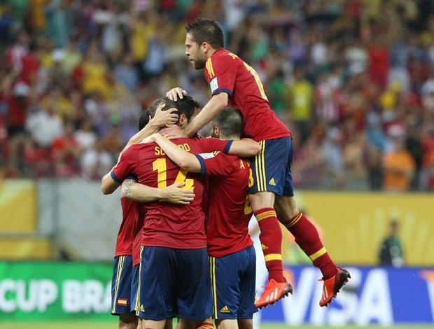 jogadores gol Espanha (Foto: Aldo Carneiro / Pernambuco Press)