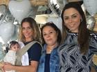 Deborah Secco aparece com a filha, Maria Flor, em foto de família