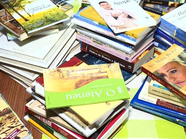 Associação que abriga idosas recebeu doação de livros em Poços de Caldas (Foto: Reprodução EPTV)