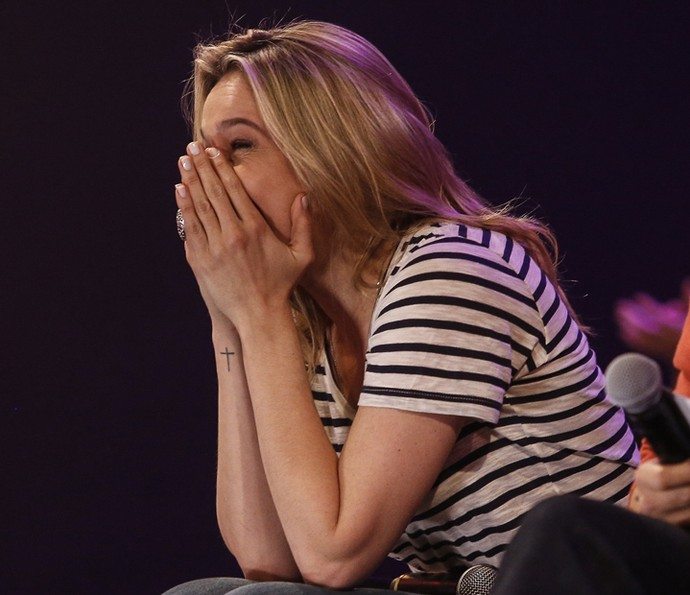 Fernanda Gentil chora durante o show da sua família (Foto: Raphael Dias / Gshow)