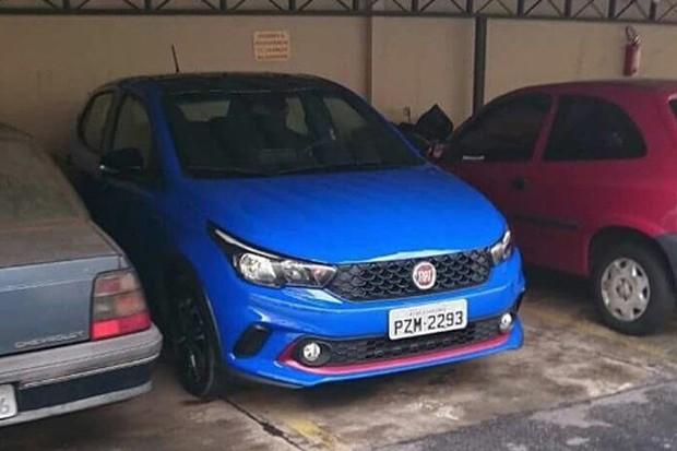Fiat Argo é flagrado completamente sem camuflagem (Foto: Reprodução / Felipe Morales Cipriano)