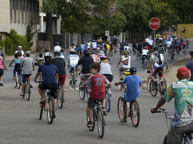 Ciclistas participaram de pedalada pelos 241 anos de Porto Alegre (Foto: Samuel Maciel/Divulgação, PMPA)