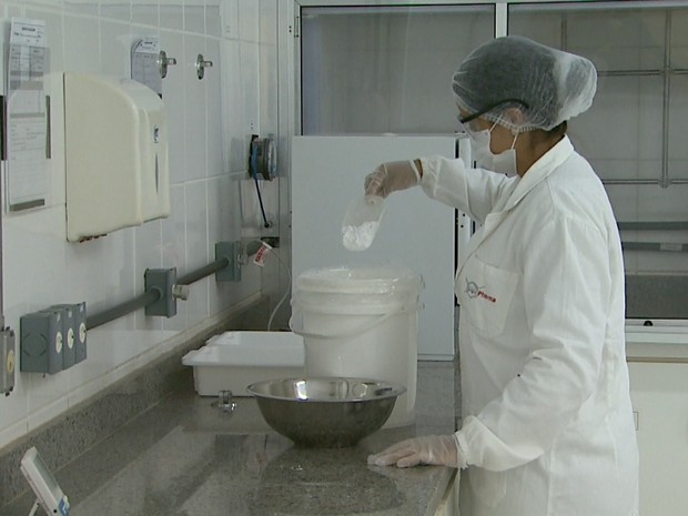 Princípio ativo será enviado à Furp para produção das cápsulas de fosfoetanolamina (Foto: Alexandre Sá/EPTV)
