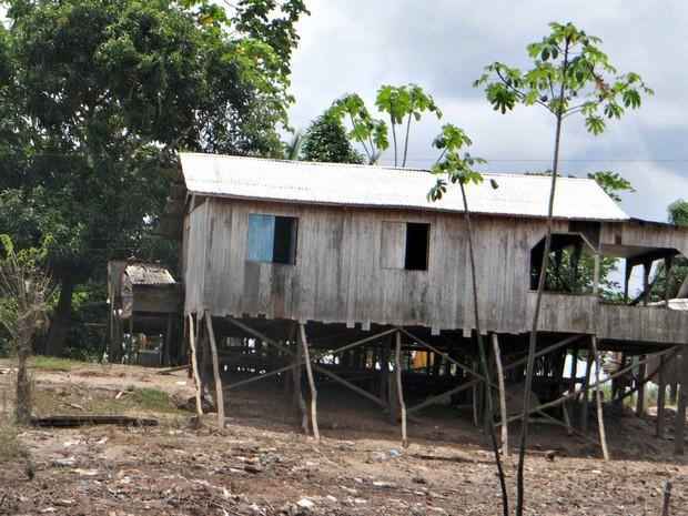 Casas foram destruídas pela cheia do Rio Juruá, em Cruzeiro do Sul (Foto: Anny Barbosa/G1)