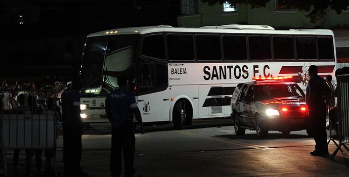 ônibus Santos (Foto: Ivan Storti / Divulgação Santos FC)