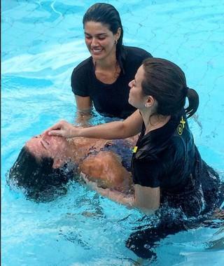 Angela Sousa se batiza em igreja evangélica (Foto: reprodução/instagram)