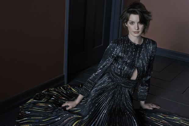 """Anne Hathaway: """"Comprei uma calça de 200 dólares com meu 1º salário"""""""