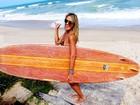Ticiane Pinheiro tira onda de surfista em foto de férias