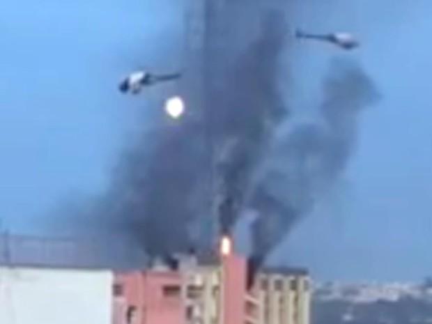 PM usa helicóptero e joga bomba em ação de desocupação no hotel Torre Palace, em Brasília (Foto: Reprodução)
