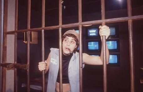 No sucesso 'TV Pirata', de 1989, Claudia Raia encarnou Tonhão, uma prisioneira lésbica Divulgação/Irineu Barreto