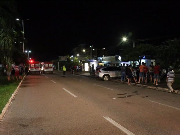 Atropelamento foi em ponto de ônibus da avenida JK (Foto: Ademir dos Anjos/Divulgação)