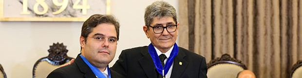 "Chanceler Airton Queiroz recebe comenda ""Uma Lenda do Ceará"" (Ares Soares/Unifor)"