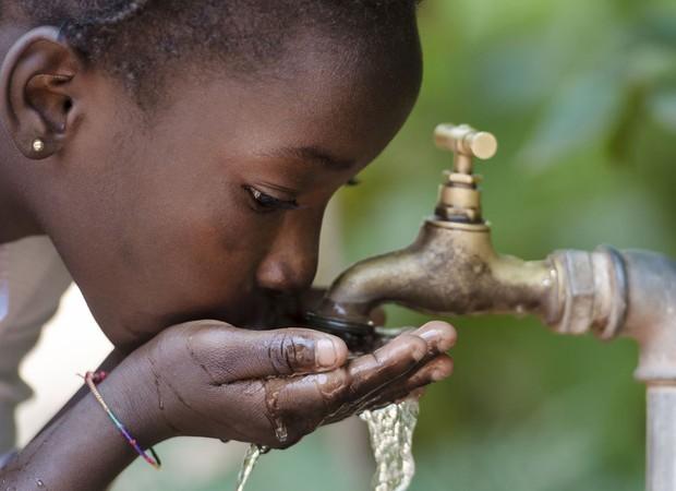 Consumo de água no Mali é de 4 litros diários por pessoa. Casa e Jardim Se Importa. Deca (Foto: Thinkstock)