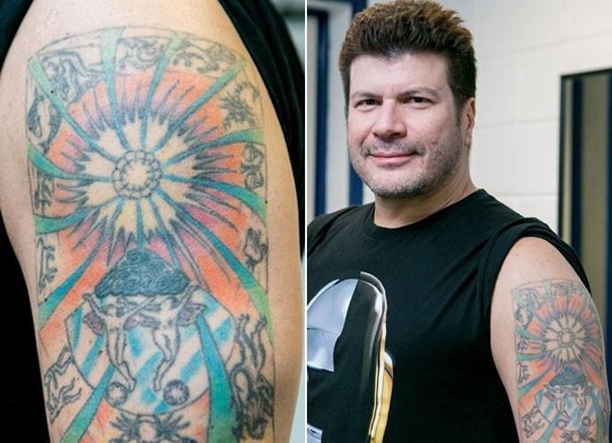 Cantor tatuou um sol com signos em volta por gostar de astrologia (Foto: Isabella Pinheiro/Gshow)