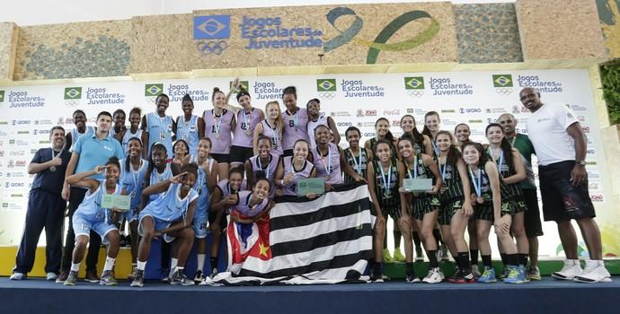 Podio do basquete feminino nos Jogos Escolares da Juventude, com as meninas de Barretos no lugar mais alto (Foto: Wander Roberto/Inovafoto/COB)