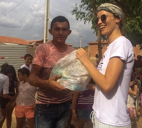 """""""Sou muito grata por ter a oportunidade de ajudar pessoas no meu país"""", diz Flavia Lucini (Foto: Divulgação)"""