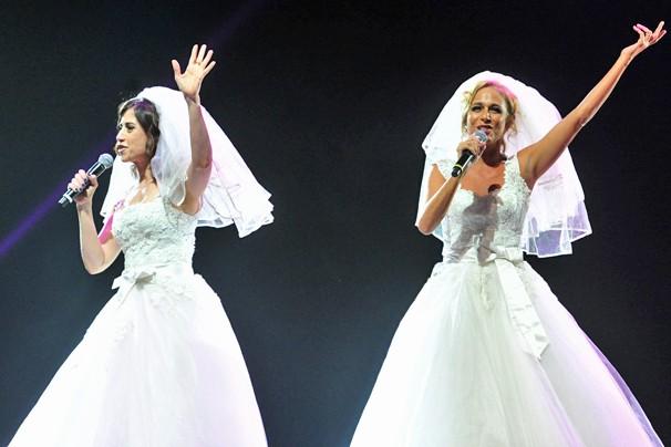 Fernanda Torres e Andréa Beltrão anunciam a terceira temporada de Tapas e Beijos (Foto: Zé Paulo Cardeal/Globo)