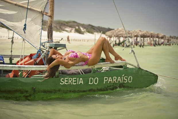 Carol Saraiva posa de biquíni (Foto: Samuel Melim / MF Assessoria )