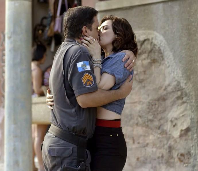 Os tapas e beijos do casal #bijosy estão garantidos na segunda temporada (Foto: TV Globo)