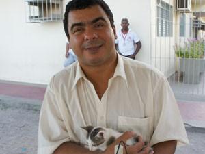 Givaldo Oliveira durante feira de adoção de animais em João Pessoa, Paraíba (Foto: Inaê Teles/G1)