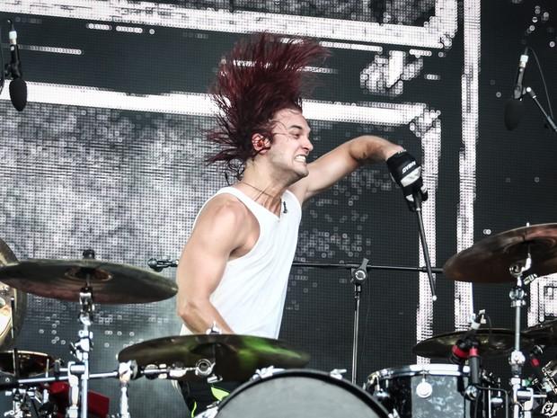 Arjay Hale toca sua bateria no show do Halestorm no Rock in Rio 2015 (Foto: Fabio Tito/G1)