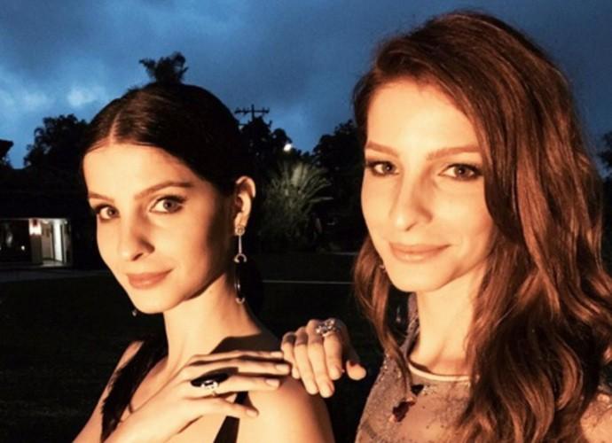 Giselle (à esq.) com a irmã gêmea Michelle (Foto: Arquivo Pessoal)