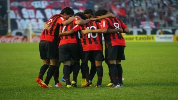 Grupo do Atlético-PR na Vila Capanema (Foto: Roberto Souza/Site Oficial do Atlético-PR)