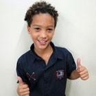 MC Nicolas ensina a fazer cachinhos estilosos de Patrick (Cheias de Charme/TV Globo)