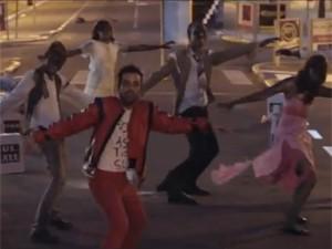 Vídeo faz referência a Michael Jackson no clipe de Thriller (Foto: Reprodução/Youtube)