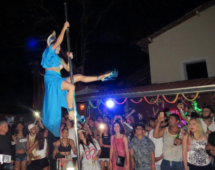 Love noronha pole dance