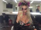 Fernanda Lacerda exibe decote farto com fantasia sensual de Halloween