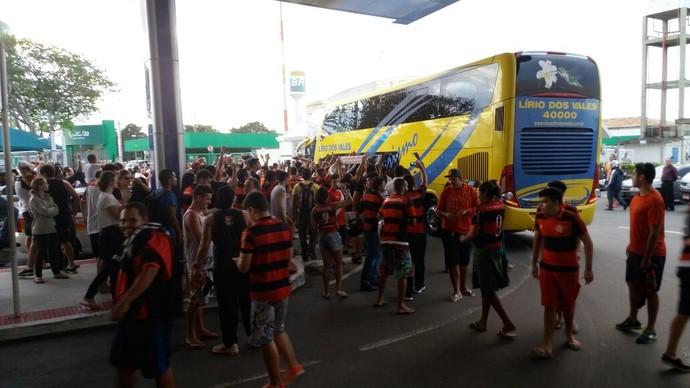 Capixabas fazem festa na chegada do time do Flamengo ao Espírito Santo (Foto: Richard Pinheiro/GloboEsporte.com)