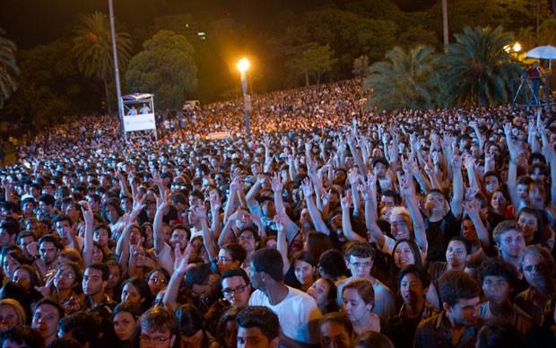 Público esperou durante horas para poder ver a banda Franz Ferdinand (Foto: Flávio Moraes/G1)